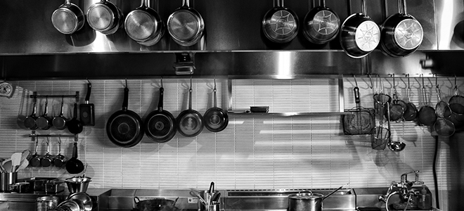 モノクロのキッチン風景
